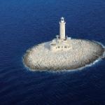 Einmal den Robinson machen: Einen Leuchtturm mit ganzer Insel mieten.